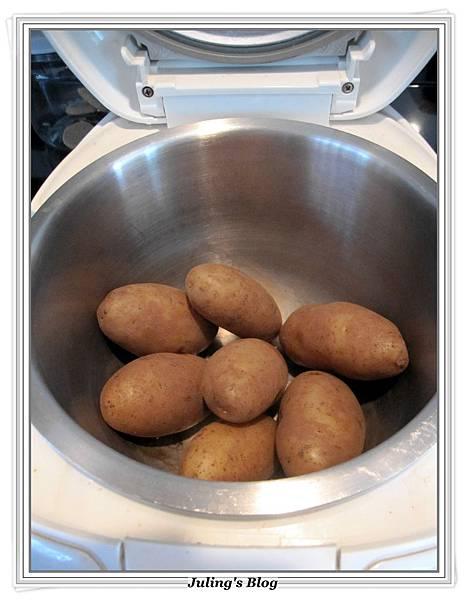 用電飯鍋烤馬鈴薯做法2.JPG