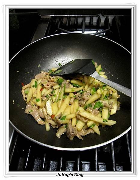 脆口大頭菜肉絲做法7.JPG