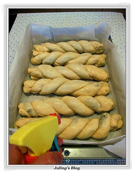 芝麻奶酥麵包做法14.JPG