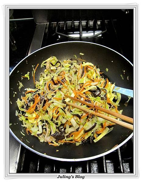 高麗菜炒五絲做法12.JPG