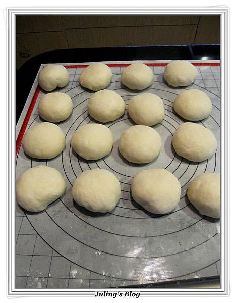 紅豆麵包捲做法9.JPG