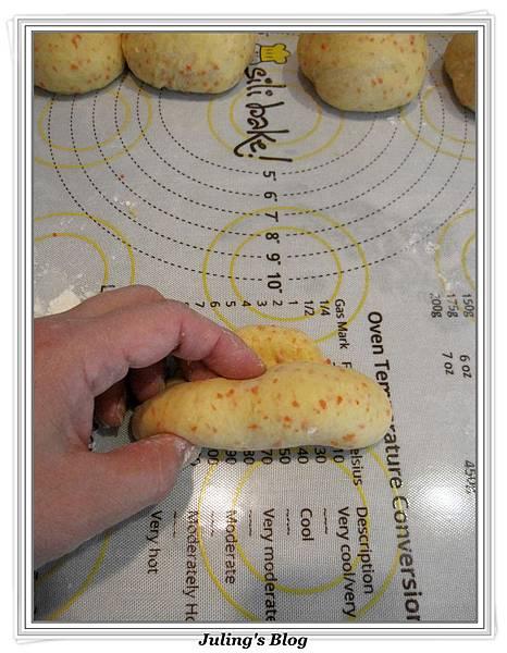 脆糖紅蘿蔔麵包做法13.jpg