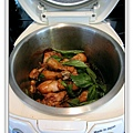 用電飯鍋做三杯雞腿做法7.jpg