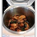 用電飯鍋做三杯雞腿做法8.jpg