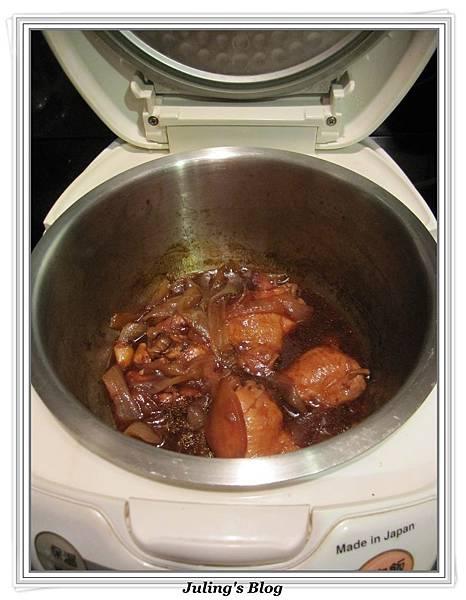 用電飯鍋做五香酸甜雞做法4.jpg