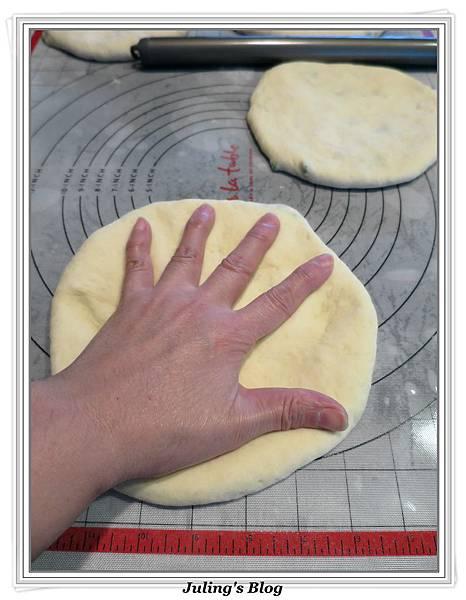 芝麻香蔥大餅做法13.jpg