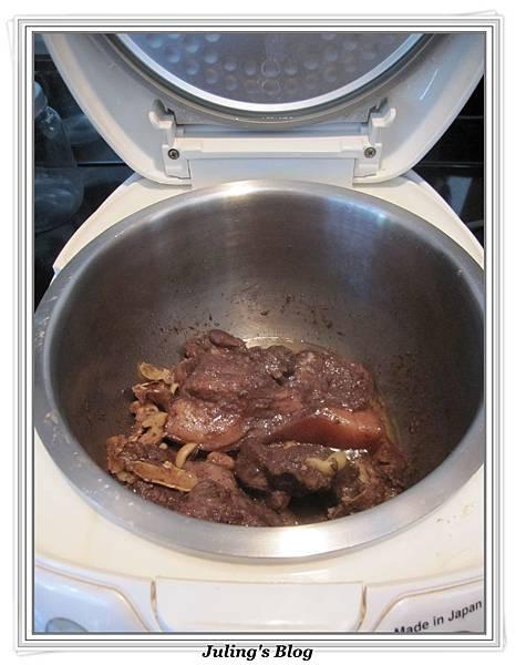 用電飯鍋做鹹豬肉做法8.jpg
