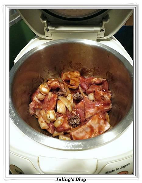 用電飯鍋做美式烤肉醬排骨做法3.jpg