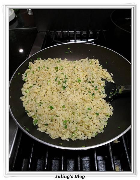 蒜香黃金炒飯做法8.jpg