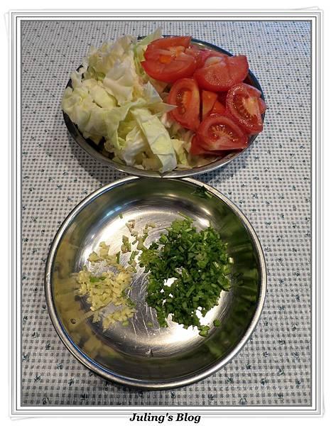 蕃茄蛋炒高麗菜做法1.JPG