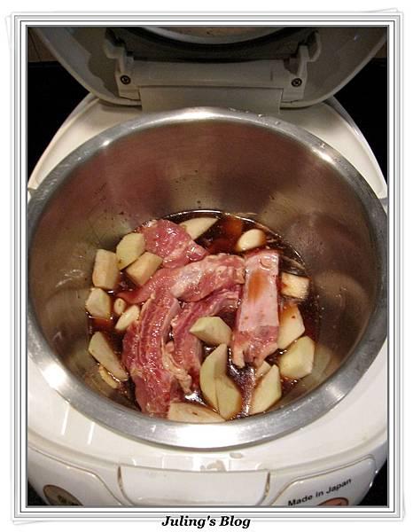 用電飯鍋做大頭菜燒排骨做法2.jpg
