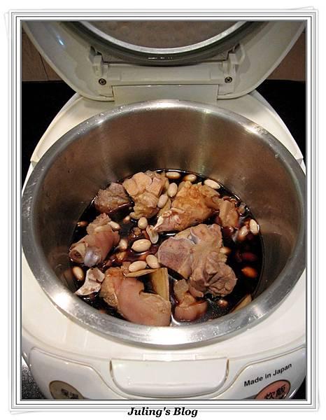 用電飯鍋滷花生豬腳做法3.jpg