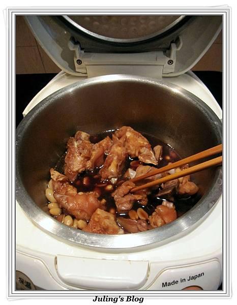 用電飯鍋滷花生豬腳做法4.jpg