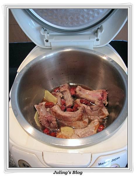 用電飯鍋做韓式烤肉醬燒肋排做法5.JPG