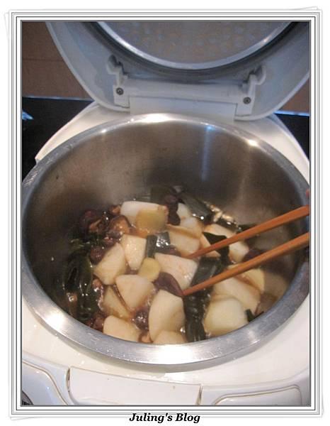 用電飯鍋燉海帶蘿蔔做法4.JPG