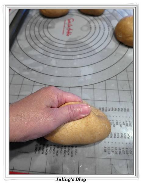 黑糖全麥麵包做法12.jpg