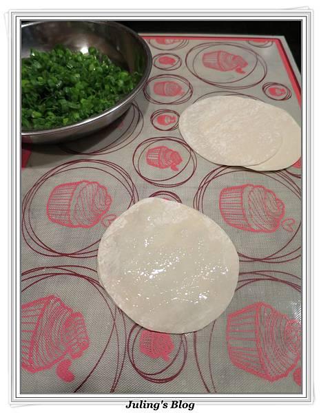 水餃皮蔥油餅做法3.JPG