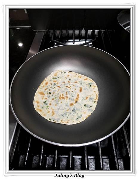 水餃皮蔥油餅做法10.JPG