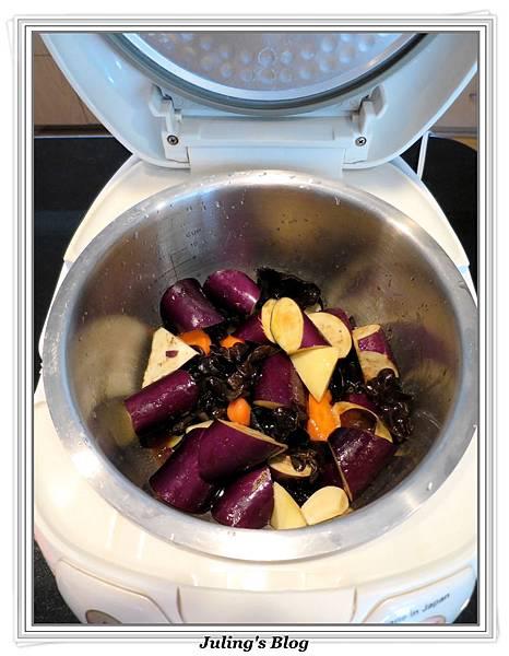 用電飯鍋做什錦香茄做法2.jpg