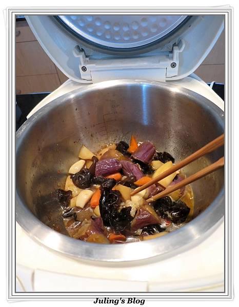 用電飯鍋做什錦香茄做法3.jpg