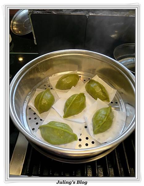 鹹蛋肉鬆菜包做法14.jpg