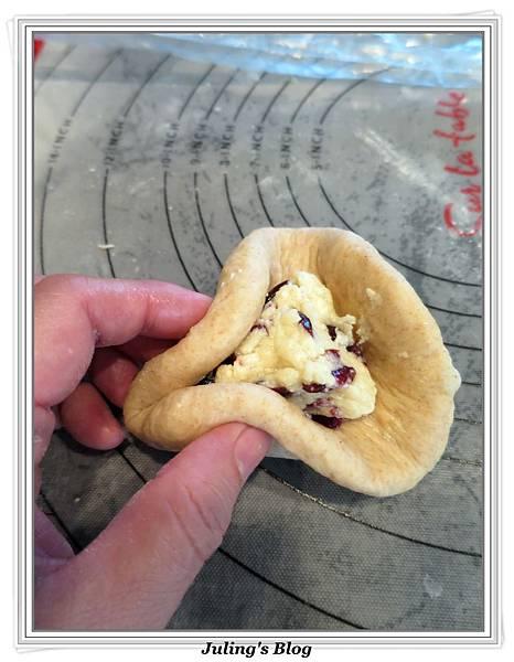 全麥蔓越莓奶酥麵包做法15.JPG