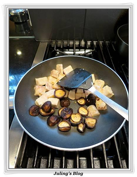 芋頭燒雞做法9.jpg