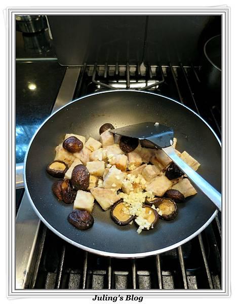 芋頭燒雞做法10.jpg