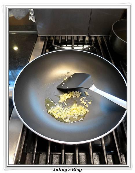 炒雙色高麗菜做法4.JPG
