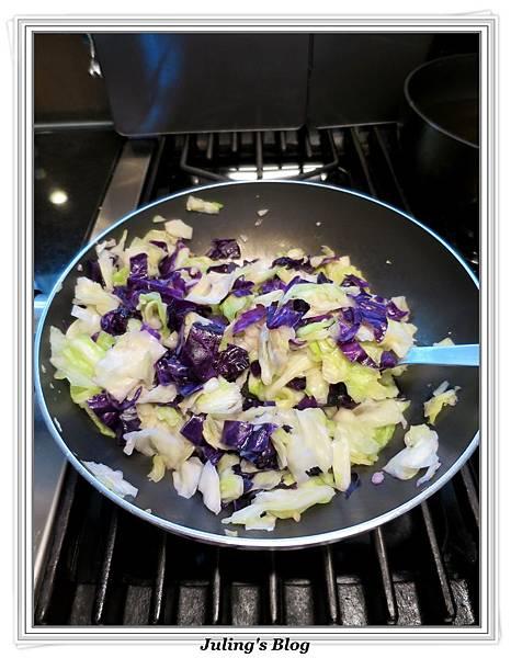 炒雙色高麗菜做法7.JPG