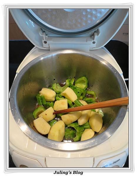 用電飯鍋做蘋果苦瓜做法4.JPG