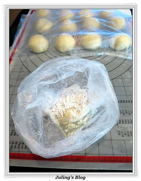 蜂蜜奶香酥底麵包做法6.JPG