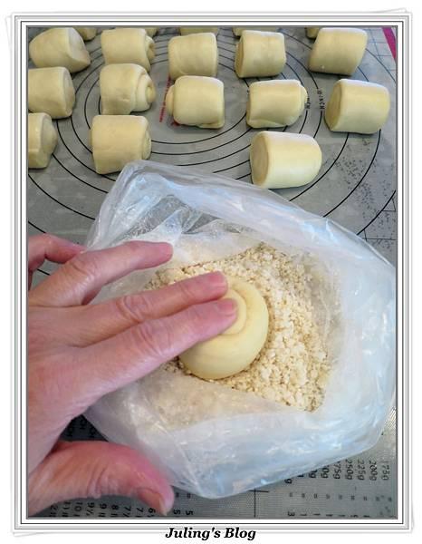 蜂蜜奶香酥底麵包做法13.JPG