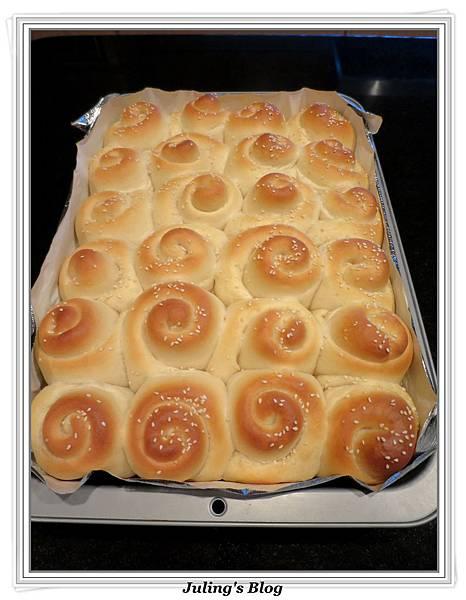 蜂蜜奶香酥底麵包做法19.JPG