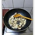 芋香雙菇豆包做法6.JPG