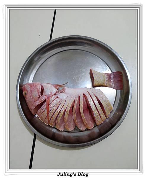 孔雀開屏清蒸魚做法1.JPG