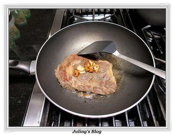 奶香蒜味牛排做法14.JPG