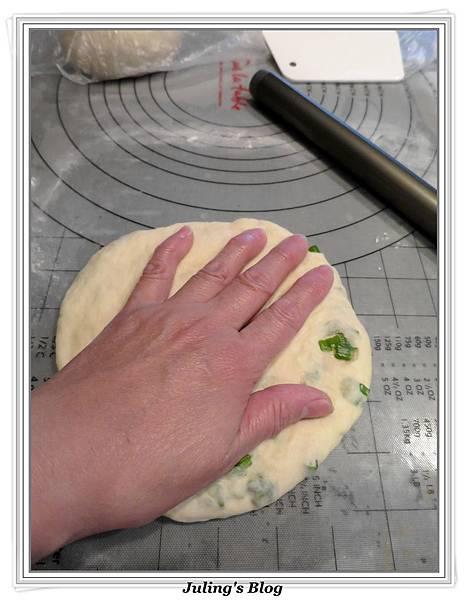 四味蔥香發麵餅做法14.JPG