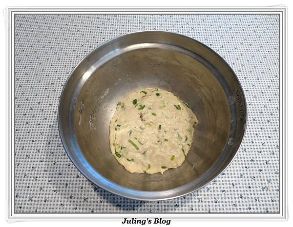 免揉蔥香發麵餅做法4.JPG