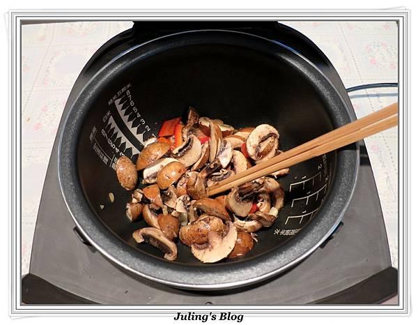 蘑菇炒高麗菜做法2