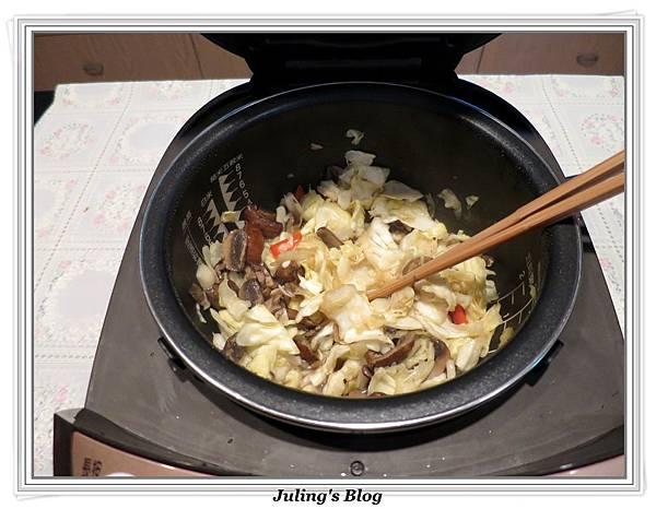蘑菇炒高麗菜做法7