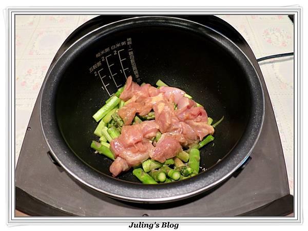 雞肉炒蘆筍做法9