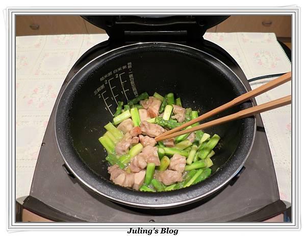 雞肉炒蘆筍做法14