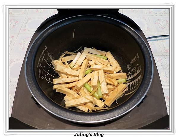 薑絲炒豆乾肉絲做法3.JPG