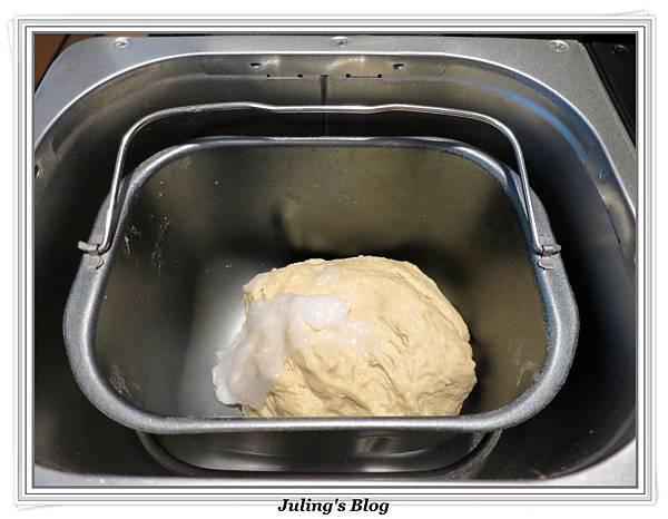 豆沙肉鬆麵包做法2.JPG