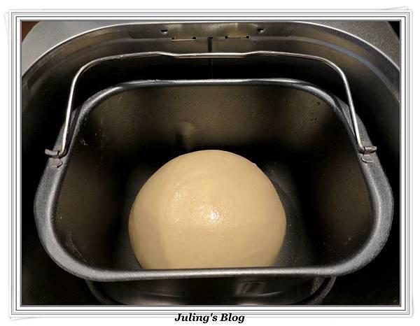 豆沙肉鬆麵包做法3.JPG