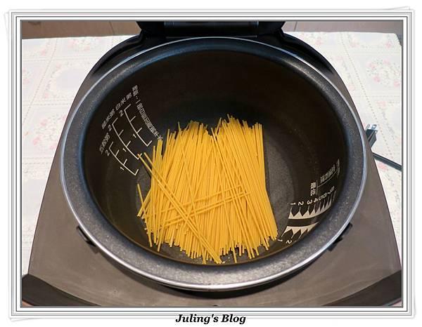 白醬義大利麵做法2.JPG