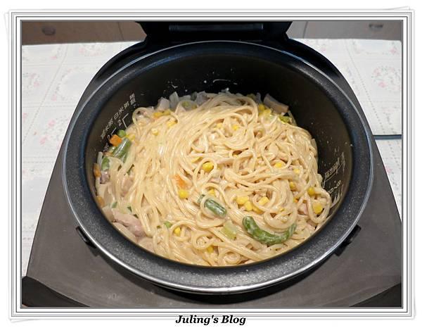 白醬義大利麵做法7.JPG