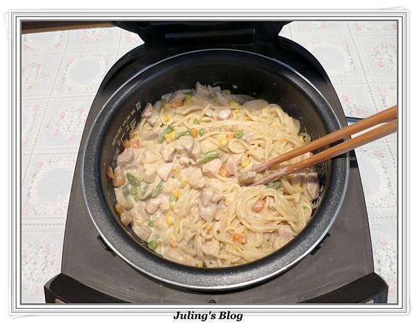 白醬義大利麵做法8.JPG