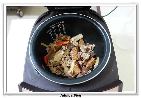 家常油豆腐做法8.JPG